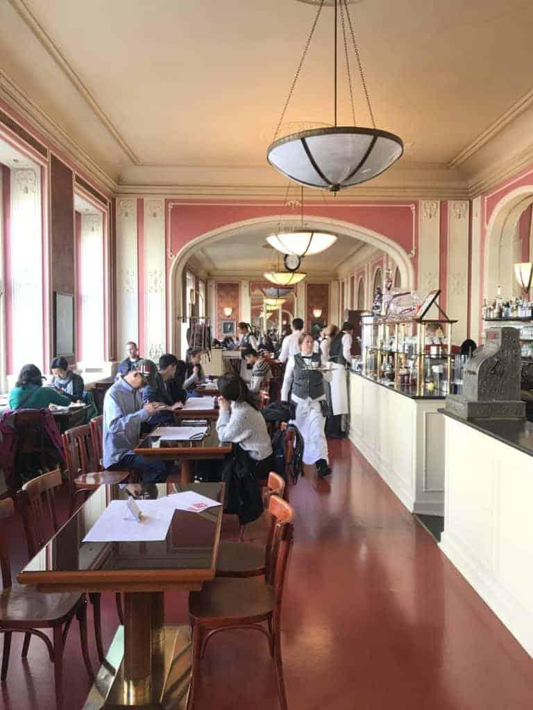 捷克布拉格Cafe Louvre 羅浮咖啡/走進百年咖啡館 6
