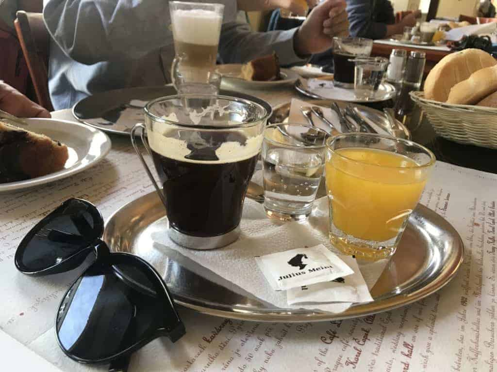 捷克布拉格Cafe Louvre 羅浮咖啡/走進百年咖啡館 7