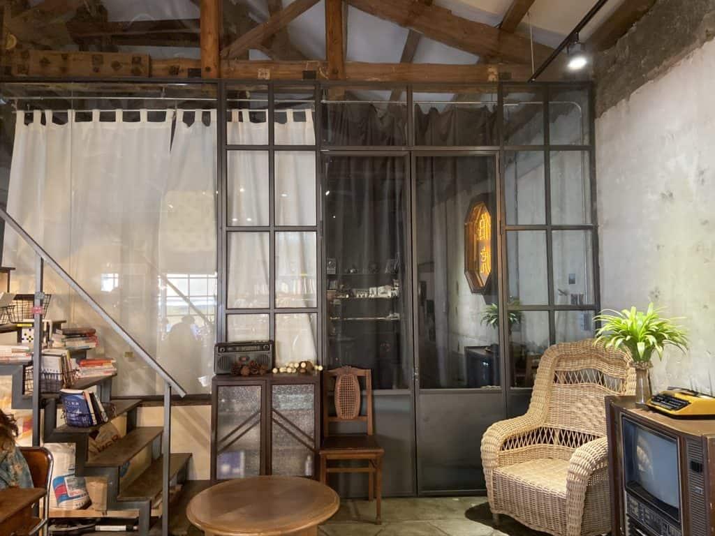 屏東美食/伯虎在二樓 恆春BUT WHO 計時制老宅玻璃屋咖啡店 6