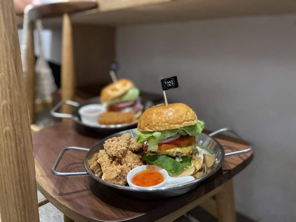台北中山/Take Out Burger&Cafe 民權店 手工漢堡手打肉排 美式餐廳 療癒貓咪美式餐廳 1