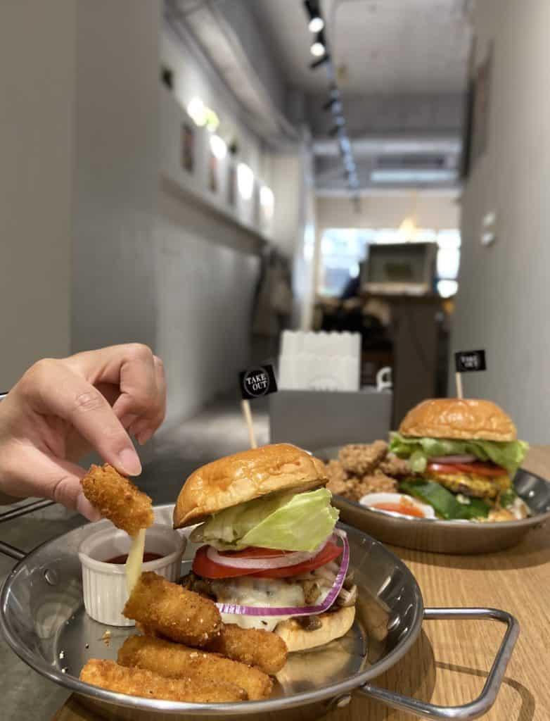 台北中山/Take Out Burger&Cafe 民權店 手工漢堡手打肉排 美式餐廳 療癒貓咪美式餐廳 16