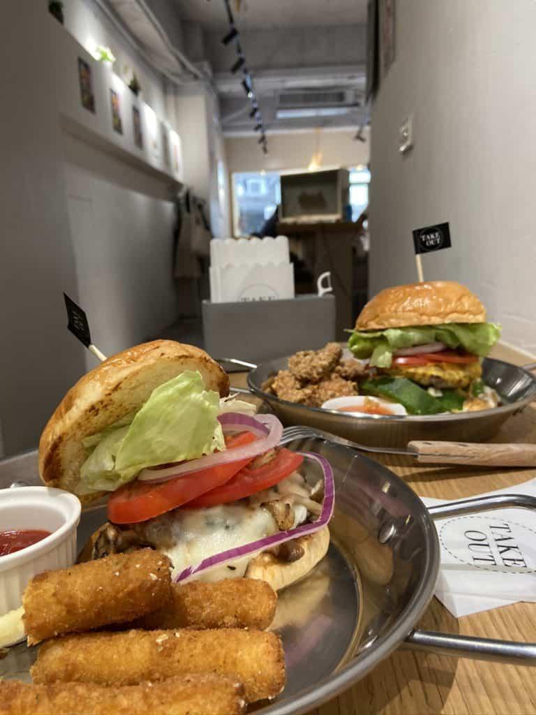 台北中山/Take Out Burger&Cafe 民權店 手工漢堡手打肉排 美式餐廳 療癒貓咪美式餐廳 17