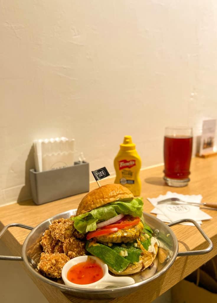 台北中山/Take Out Burger&Cafe 民權店 手工漢堡手打肉排 美式餐廳 療癒貓咪美式餐廳 13