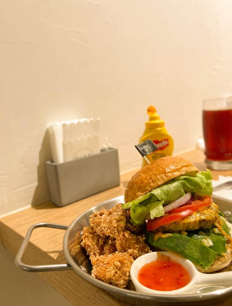 台北中山/Take Out Burger&Cafe 民權店 手工漢堡手打肉排 美式餐廳 療癒貓咪美式餐廳 14
