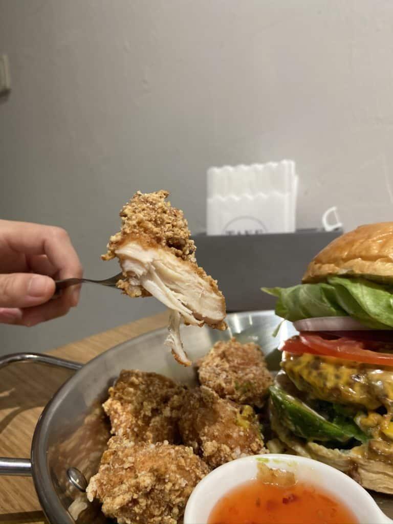 台北中山/Take Out Burger&Cafe 民權店 手工漢堡手打肉排 美式餐廳 療癒貓咪美式餐廳 15