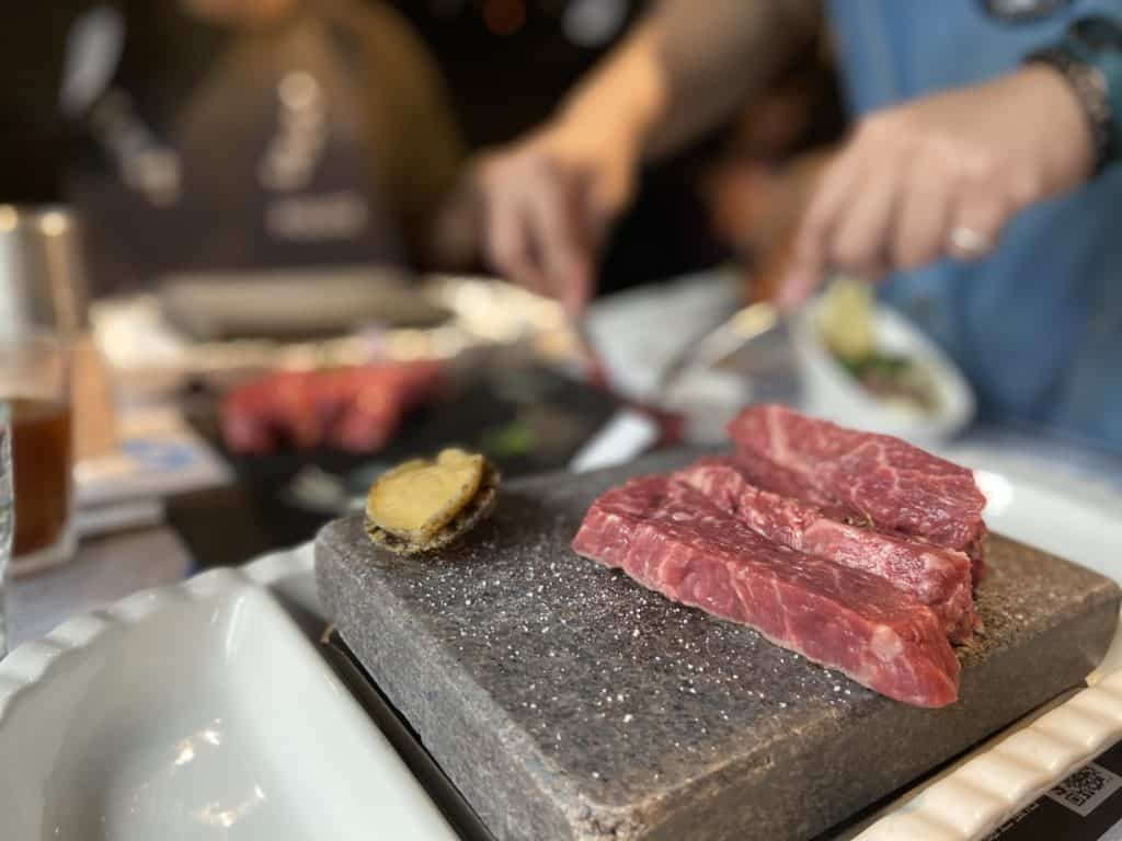 台北大安 凱恩斯岩燒餐廳 採用400度火山岩石板燒烤牛排 經典海陸雙人套餐 14