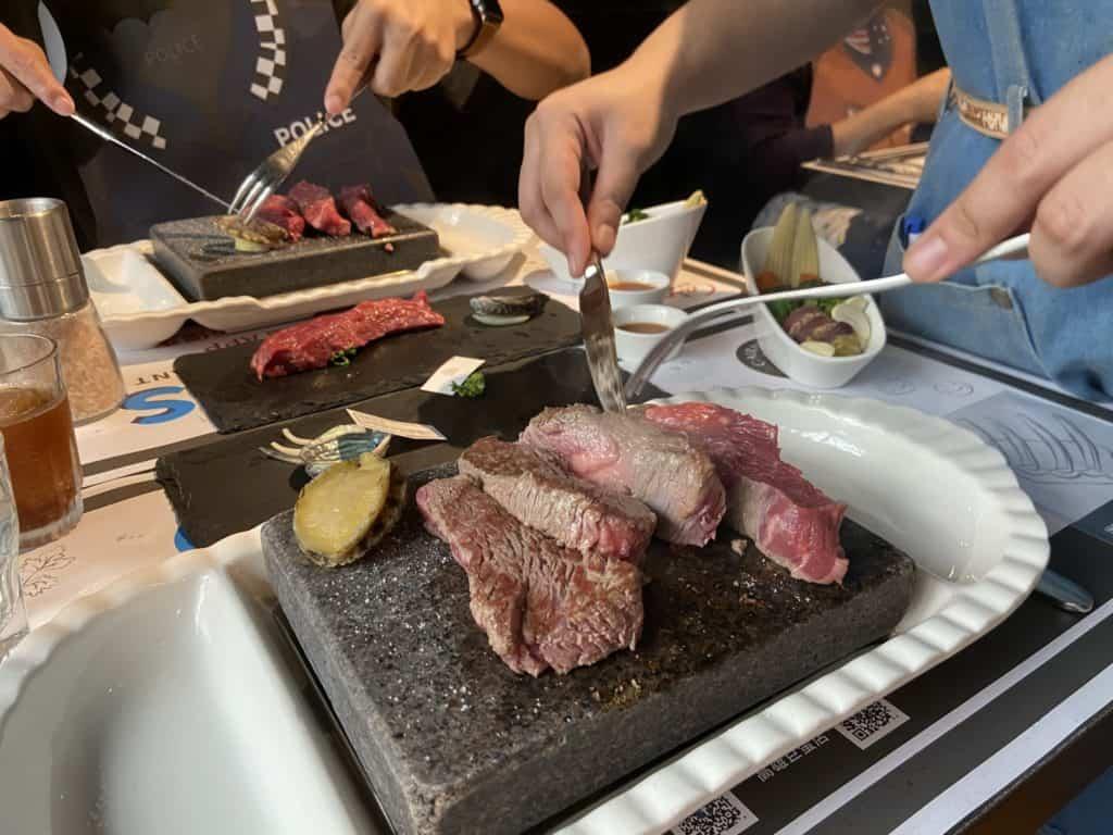 台北大安 凱恩斯岩燒餐廳 採用400度火山岩石板燒烤牛排 經典海陸雙人套餐 17