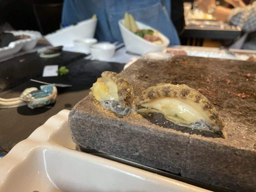 台北大安 凱恩斯岩燒餐廳 採用400度火山岩石板燒烤牛排 經典海陸雙人套餐 19