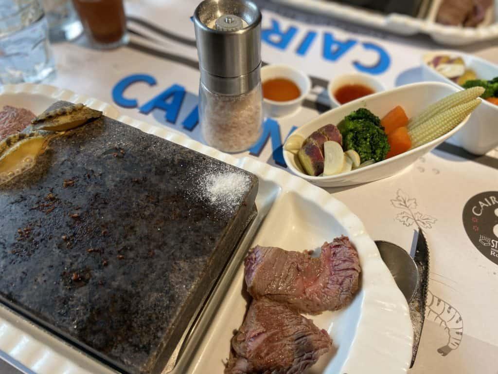 台北大安 凱恩斯岩燒餐廳 採用400度火山岩石板燒烤牛排 經典海陸雙人套餐 21